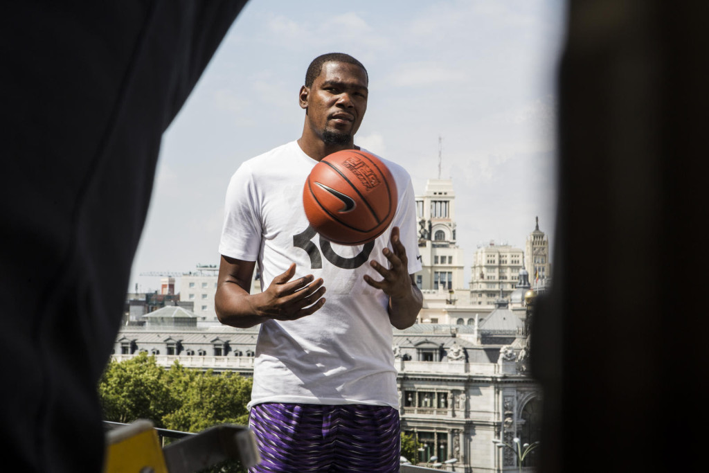 Kevin Durant touches down in Madrid and gets his hands on a basketball at the very first opportunity.