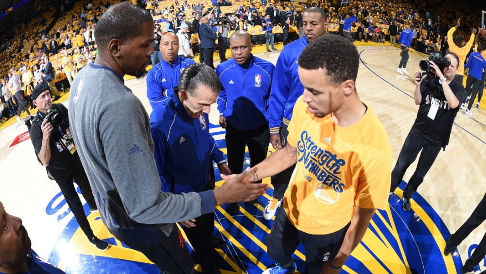 166a8130b3d5 160526215858-kevin-durant-stephen-curry-oklahoma-city-thunder-v-golden-state -warriors—game-five.1000×563