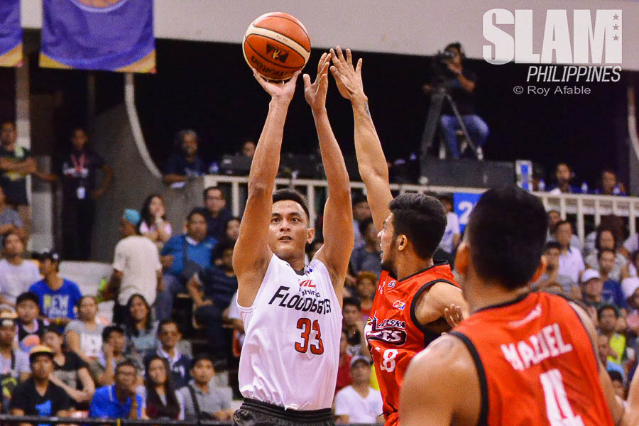 2016-17 PBA Philippine Cup Alaska-Mahindra pic 4 by Roy Afable